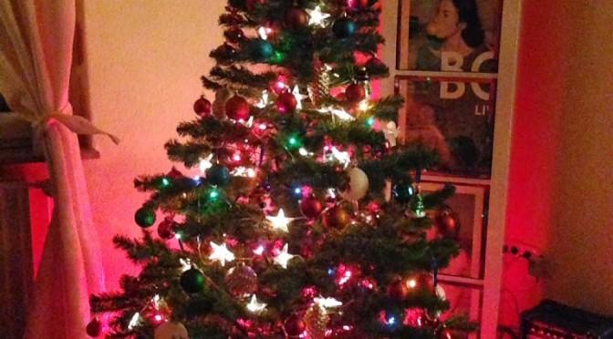 LEISE/laut wünscht Fröhliche Weihnachten – Mit Satellite Stories.
