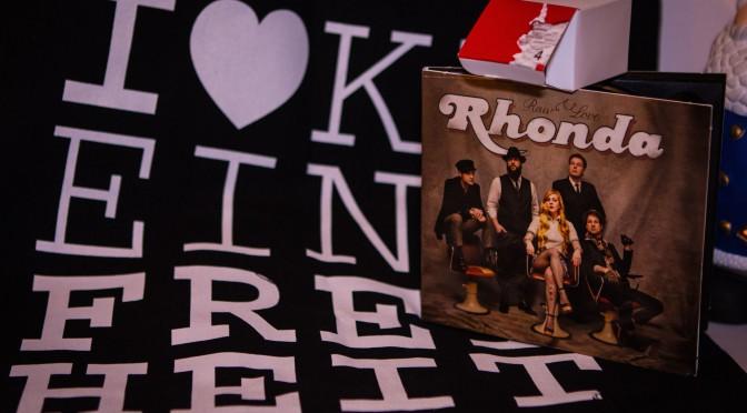 Adventskalender #4 – Rhonda-Paket mit Album und Gästeliste