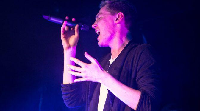 Tränen beim EP-Release von Lucas Newman in der Lagerhalle