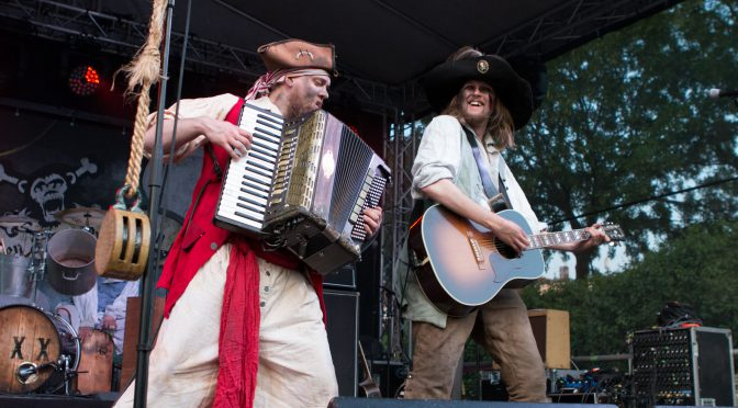 Augenklappen und Piraten an der Timezone Bühne